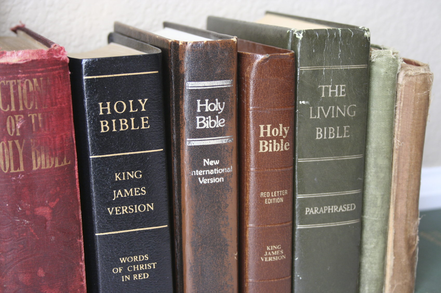 What's the Difference Between Various Bible Versions