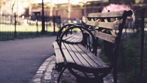 An empty park bench.
