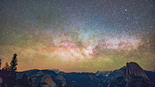 An sky full of stars at Glacier Point, Yosemite Valley, United States.
