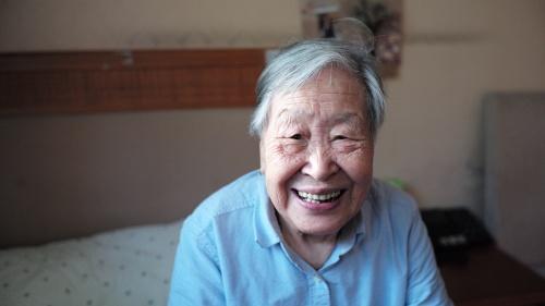 An older man smiling.