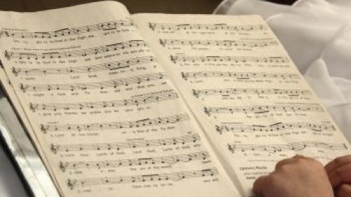 Teaching Children to Sing Hymns in a Church Service
