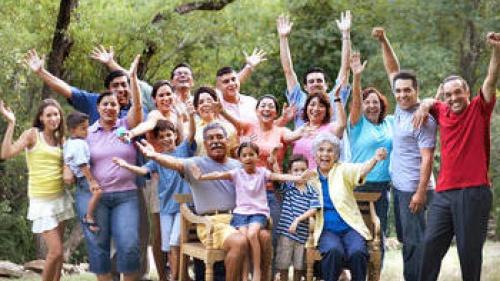 A family photo of many family members.