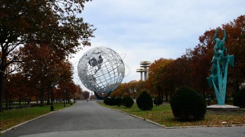 Unisphere statue