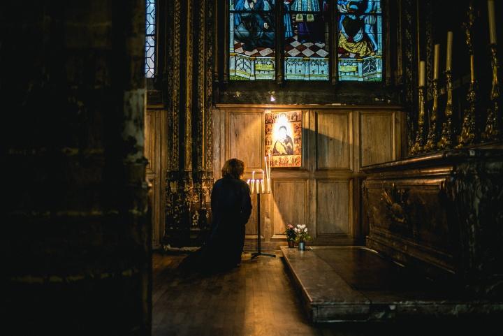 Resultado de imagem para praying church