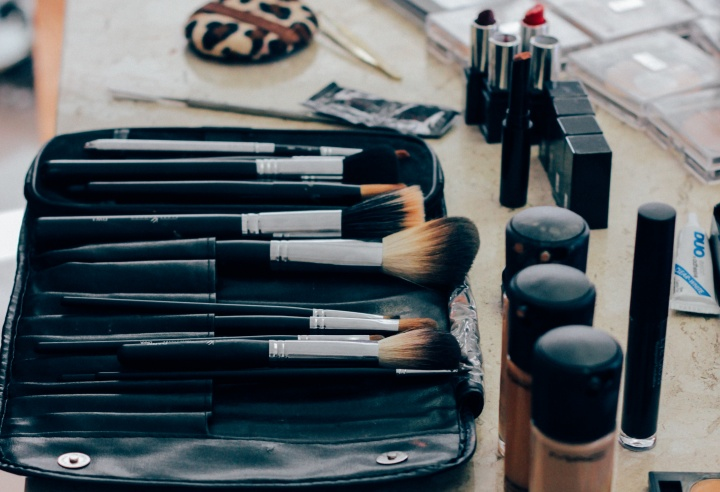 Does the Bible teach it is wrong for women to wear makeup