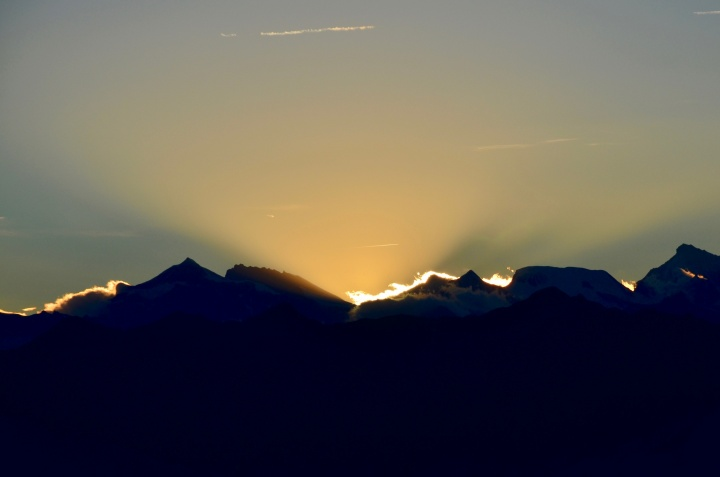 A sunset over a mountain range.