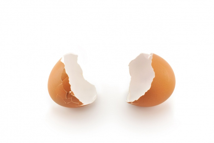 A cracked egg.