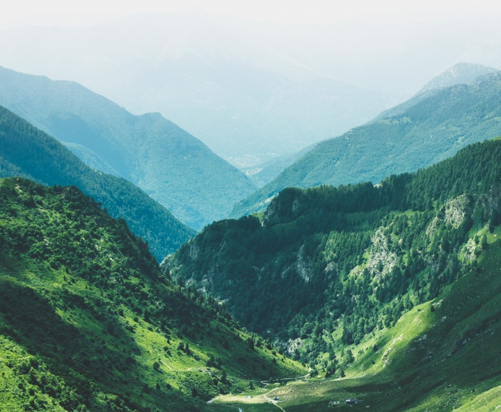 Photo of valley surrounded by mountains.