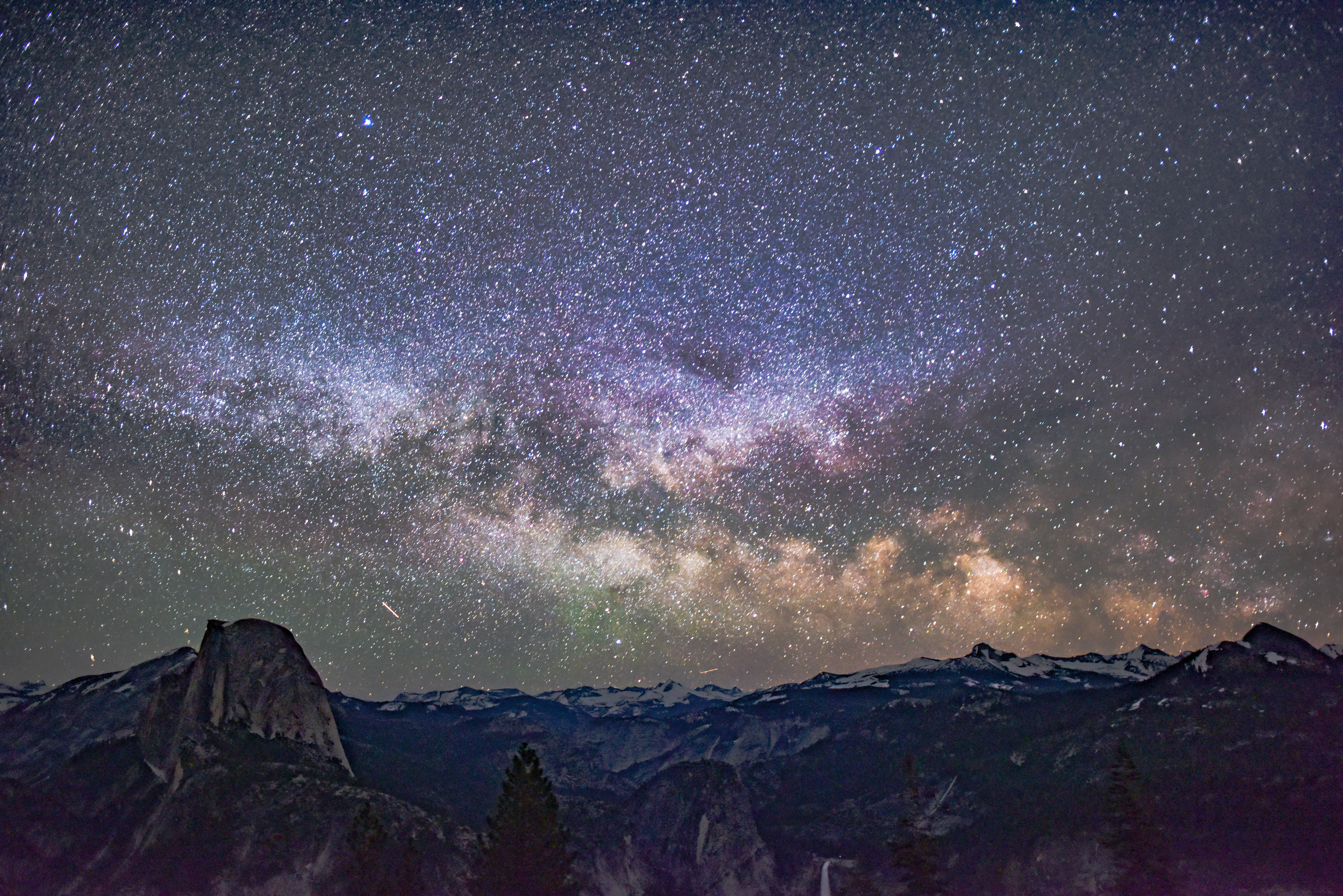Photo of stars and mountains.